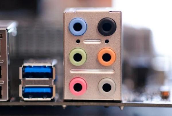 برای حل مشکلات صدای میکروفون در ویندوز به عیب یابی سخت افزار میکروفون بپردازید