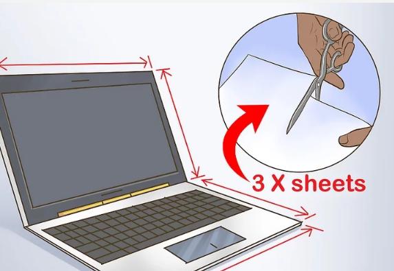 برای مقام ساختن لپ تاپ در برابر آب چند ورق پلی اتیلن شفاف برش بزنید