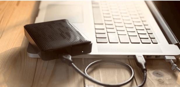 برای انتقال فایل ها بین دو لپ تاپ یک هارد اکسترنال را امتحان کنید