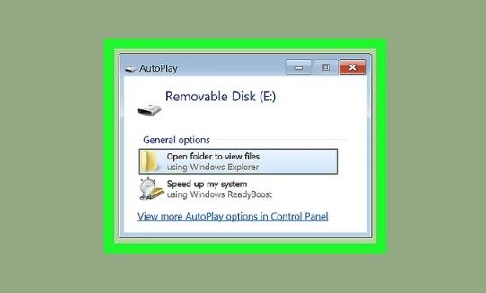 گام اول استفاده از فلش مموری به عنوان رم: درایو فلش USB خالی خود را وارد رایانه کنید